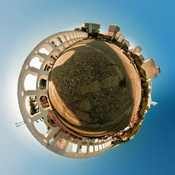 Planeta criado a partir de um panorama do Largo da Lapa. 2011.